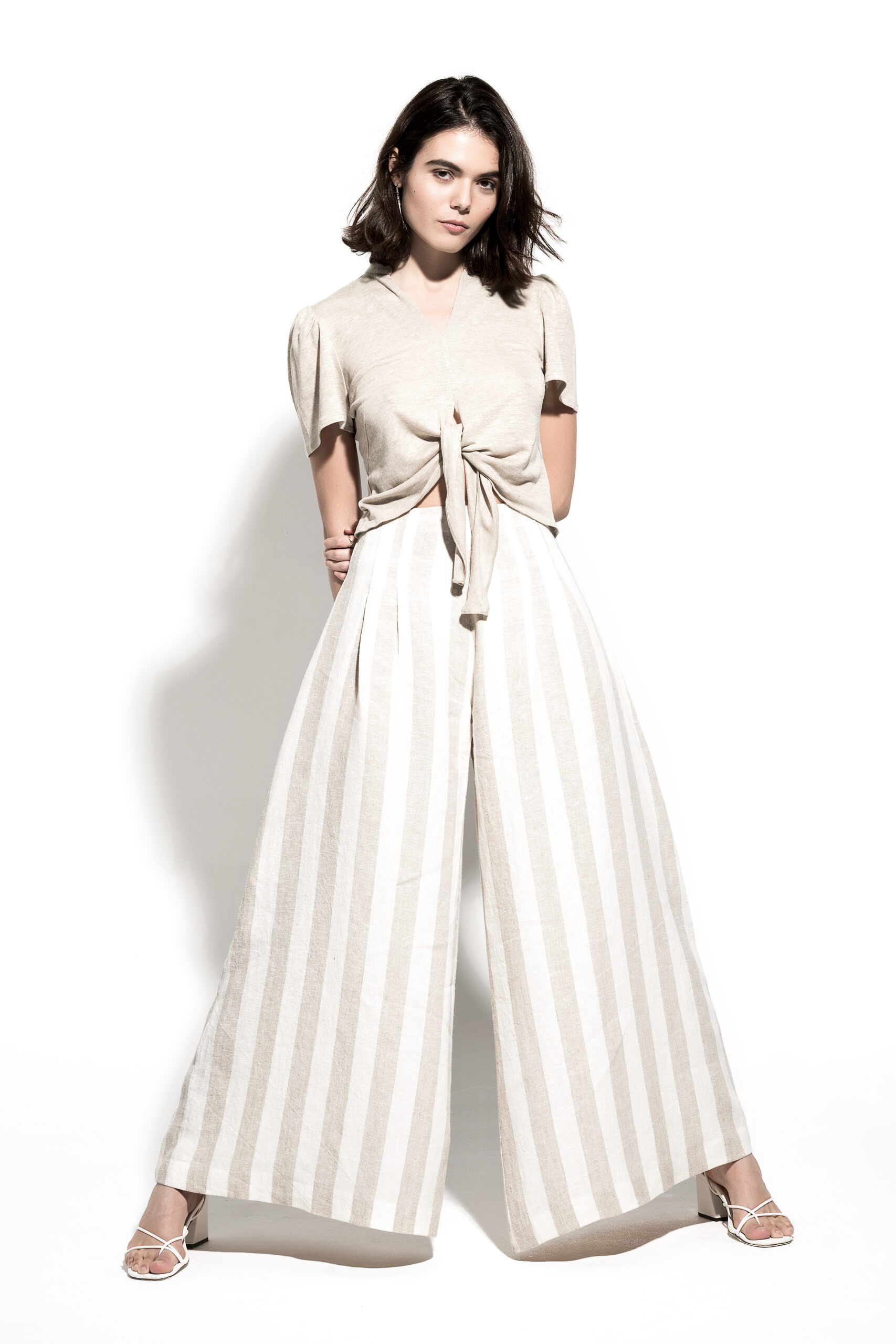 linen sustainable pants whit line prints in off white